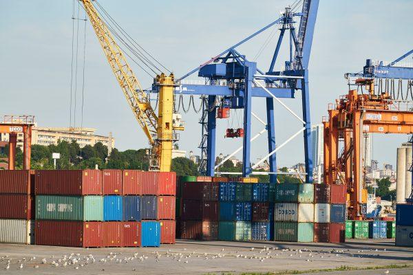 THC (Terminal Handling Charge) – Phụ phí xếp dỡ hàng hóa tại cảng