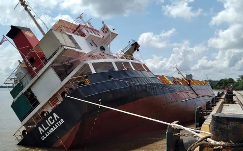 Tàu chở container bị lật tại cảng Tân Cảng Hiệp Phước